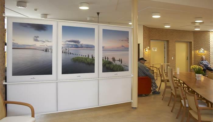 Lyddæmpende skærmvægge deler rummene op i mere overskuelige enheder for demente