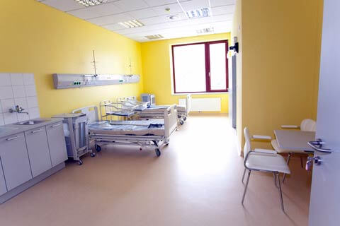 Eksempel på angel på helende arkitektur i patientstue på hospital